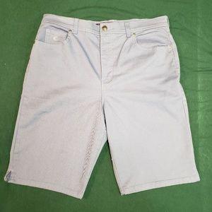 GLORIA VANDERBILT AMANDA BERMUDA shorts.